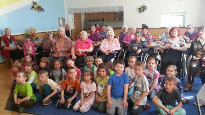 Předškoláci v domově seniorů