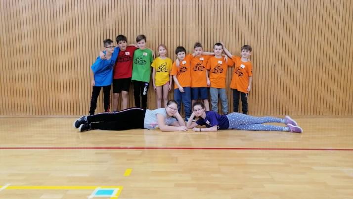 Vánoční turnaj škol vbarevném minivolejbale